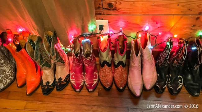 Weird Homes Boots | iPhoneography by Jann Alexander ©2016
