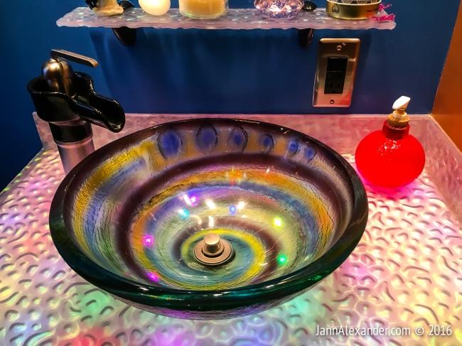 Weird Homes Sink | iPhoneography by Jann Alexander ©2016